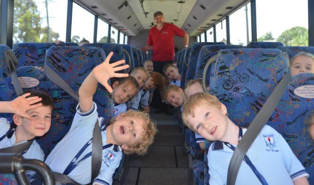 Пассажирам с детьми в автобусе